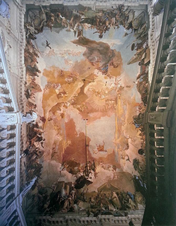 лестница и потолок с росписью