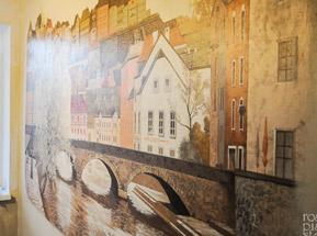 старинный город - рисунок на стене кухни