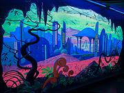 роспись-стен-светящимся-акрилом-чужая-планета-космос-фантастика