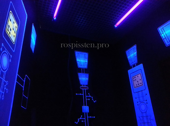 дизайн-роспись-стен-интерьеров-светящимися-красками