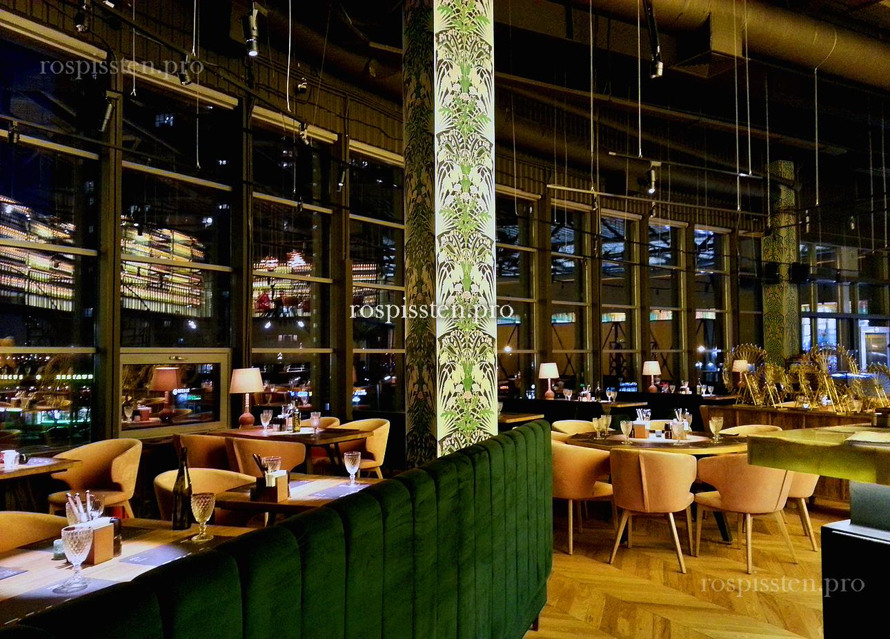 декоративная-роспись-колонн-в-ресторане